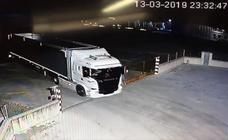 Secuencia del robo de un camión en una empresa de Alcazarén