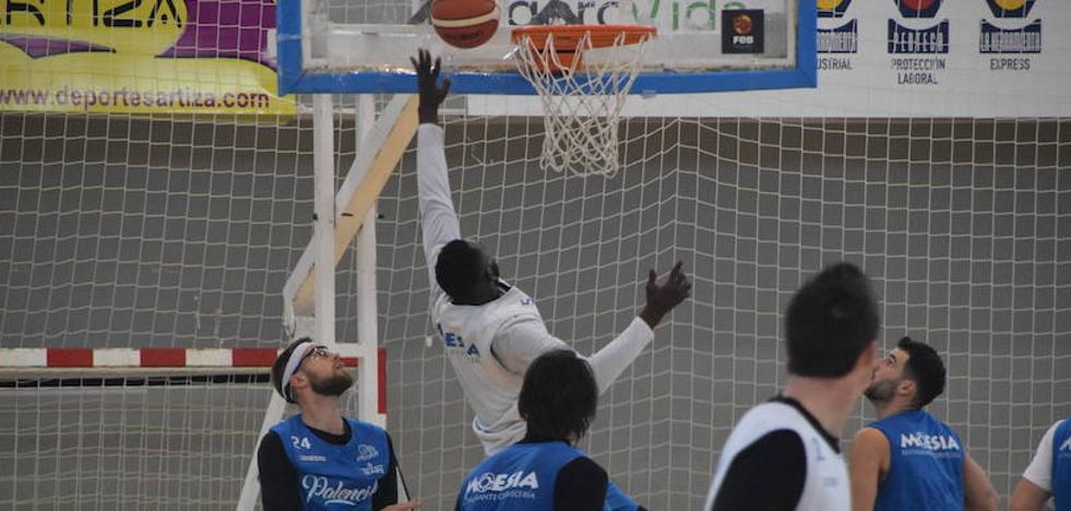 El Torneo Internacional de Balonmano trastoca los planes del Chocolates Trapa Palencia