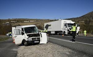 «El riesgo es patente, es un cruce peligroso, los camiones vienen de bajada y la visibilidad es mínima»