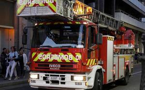 Los bomberos de Palencia sofocan un fuego en la cocina de un domicilio