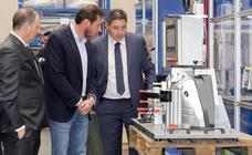 Óscar Puente visita Industrias Maxi por su 50 aniversario