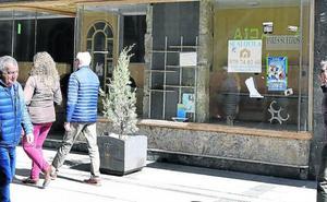 Cerco a los carteles de 'Se vende' y 'Se alquila' de la Calle Mayor de Palencia