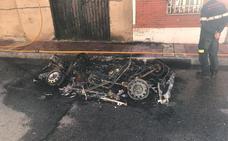 El fuego calcina un 'buggy' en el Barrio España de Valladolid