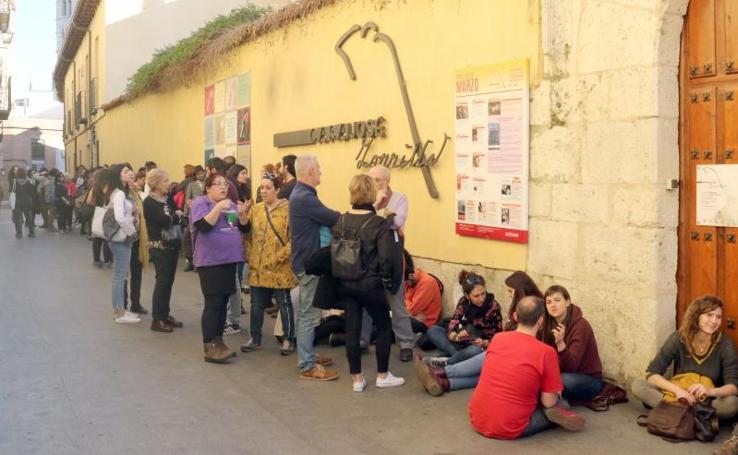 La activista italiana Silvia Federici llena el jardín de la Casa Zorrilla de Valladolid