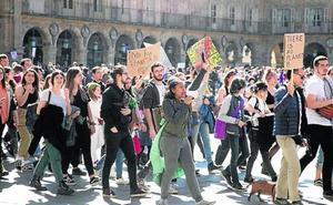 La plataforma 'Fridays forFuture' moviliza a varios centenares de jóvenes
