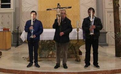 Luis Argüello preside en Medina de Rioseco el Vía Crucis de las Hermandades Penitenciales