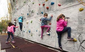 Los escaladores ya pueden volver al rocódromo de La Albuera