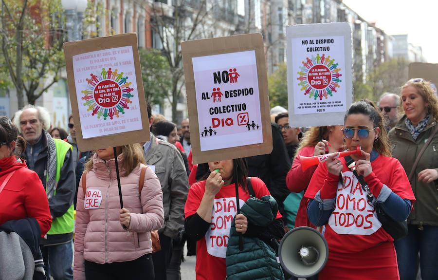 Un centenar de trabajadores de DIA se manifiesta en Valladolid contra la «sangría» de despidos