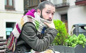Redry, el joven que dejaba notas poéticas en los autobuses, gana el Premio Espasa