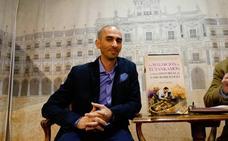 El profesor de la USAL Raúl Rivas relaciona los grandes misterios de la historia con los microorganismos en su nuevo libro