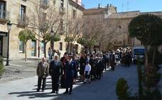 IU de Ciudad Rodrigo critica al alcalde, su socio, por participar en la recreación del 44