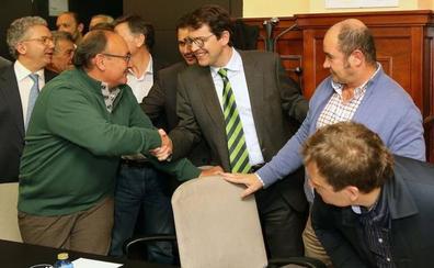 Mañueco anuncia un plan de choque para adaptar el pequeño comercio