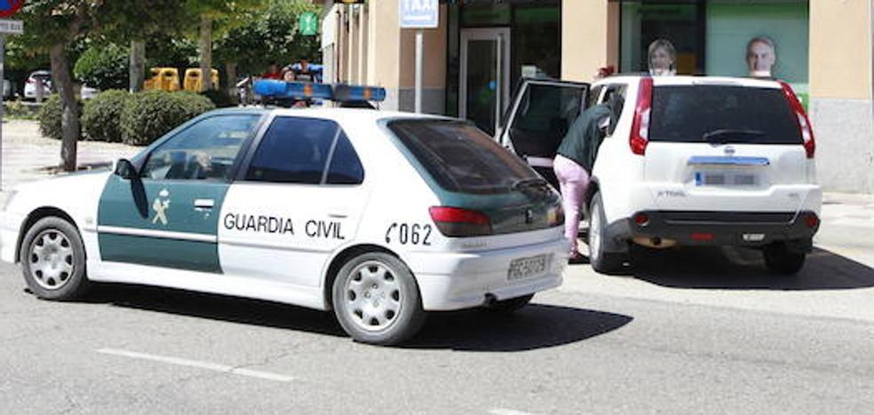 Detenidos dos ladrones que se olvidaron un teléfono móvil durante el robo de un supermercado de Sotillo de la Adrada, Ávila