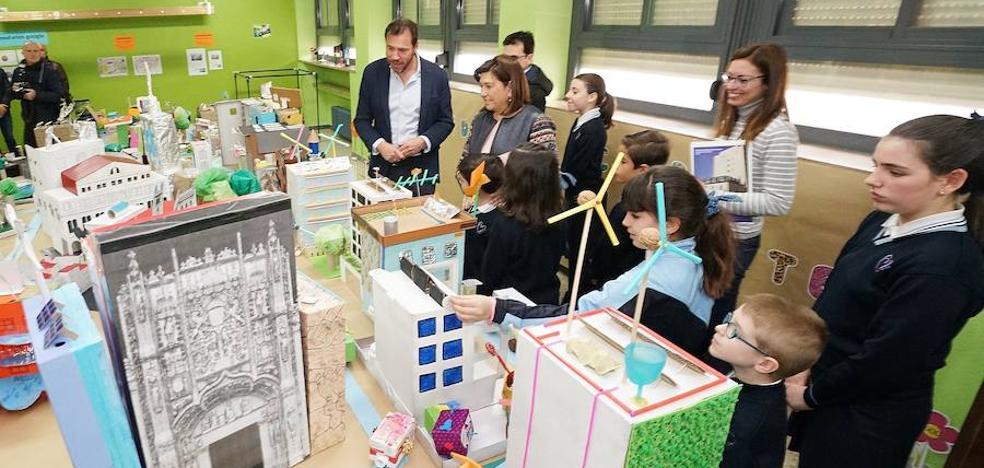 Alumnos del Amor de Dios crean una maqueta gigante de la ciudad de Valladolid en el futuro