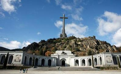 La Abogacía del Estado recusa al juez que paralizó la exhumación de Franco