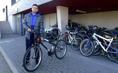 Recupera la bici que le robaron en el Barrio España hace cuatro años