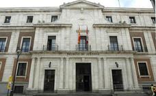 Dos años de cárcel por acuchillar a un vecino de Valladolid para que le quitase «lo malo que le había metido en el móvil»