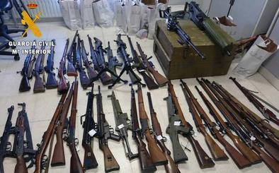 La Guardia Civil de Salamanca interviene 121 armas de fuego y detiene a una persona en la operación 'Abraxa'