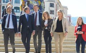 Casado reclama el fin de la «descentralización» y de las «concesiones» al PNV