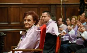 Rocío Fernández se convierte en la primera psicóloga española con un Doctorado Honoris Causa