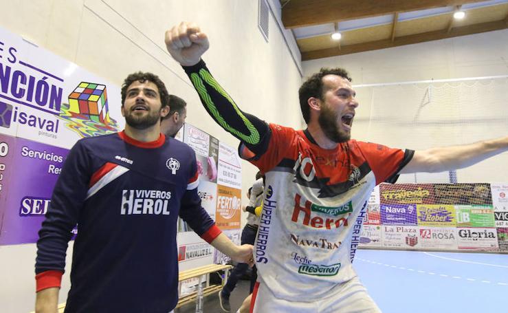 Gran victoria del Balonmano Nava ante Alarcos que le coloca a un paso de la Liga Asobal