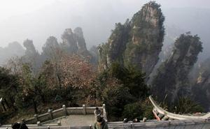 Veintiséis muertos al incendiarse un autocar de turistas en China