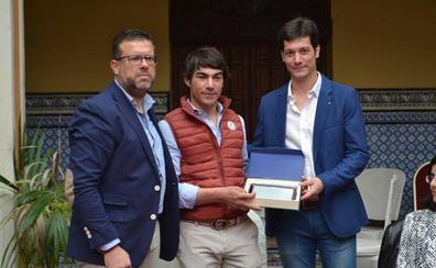 Homenaje al torero Manolo Vanegas en la presentación del X Certamen Taurino de Peñaranda de Bracamonte