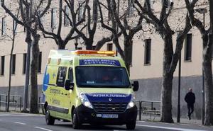 Herido de gravedad un motorista al caerse del ciclomotor y golpearse la cabeza