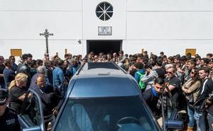 Despiden al grito de «campeón, campeón» al joven piloto fallecido en Jerez