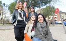 Las familias monoparentales reclaman en Europa una ley que las reconozca