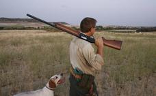 Las Cortes de Castilla y León cambian la ley para evitar la suspensión de la caza