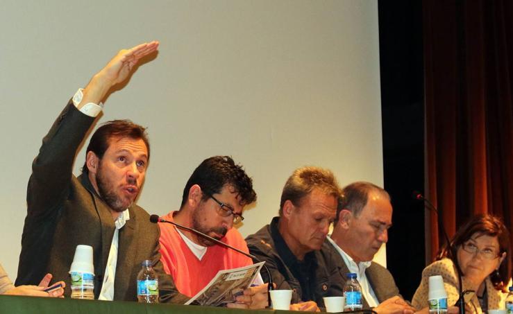 Óscar Puente participa en Delicias en la última asamblea vecinal de su mandato