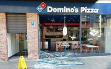 Empotran un coche robado en una pizzería y se llevan la caja fuerte con más de 2.000 euros