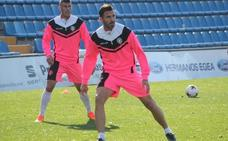El punta David Torres se entrenará con el Salamanca CF hasta ver si la RFEF autoriza su fichaje
