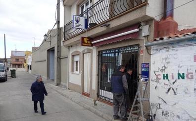 Desvalijan un bar y un estanco de Renedo en una hora y huyen con 8.000 euros