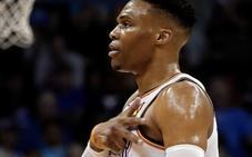 Westbrook 'se viste' de Chamberlain con un 'triple-doble' histórico