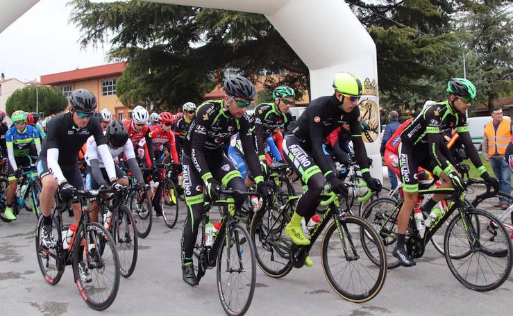 Cuéllar celebra la Carrera de la Chuleta, entre lo lúdico y lo deportivo