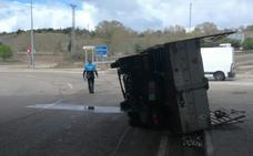 Herido tras volcar su vehículo en un túnel de la Ronda Este de Valladolid