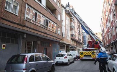 Los bomberos rescatan de su casa a un mayor cada tres días en Valladolid