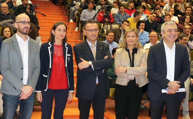 Reyes Maroto, Pilar del Olmo, Luis Garicano y Nacho Álvarez debaten sobre problemas de la comunidad