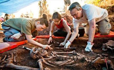 Castilla y León amplía los fondos públicos para impulsar la exhumación de fosas franquistas