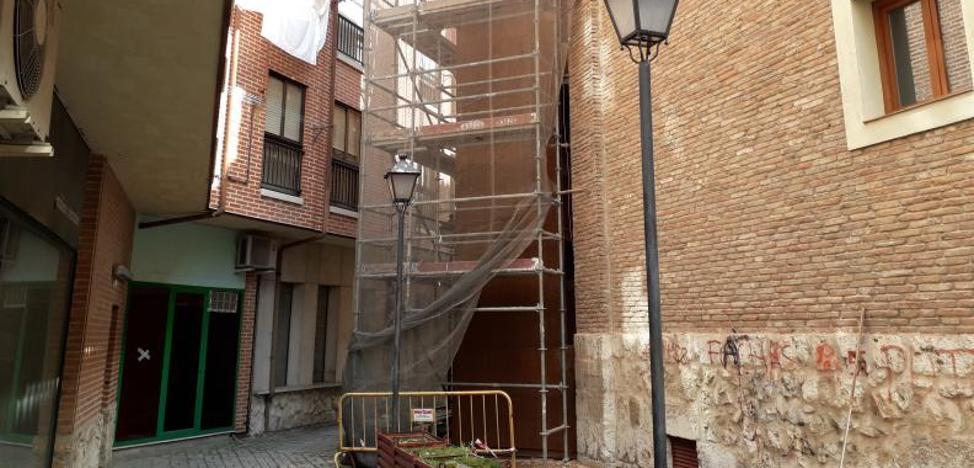Los vecinos de la plaza del Viejo Coso de Valladolid tendrán su primer ascensor en 45 días