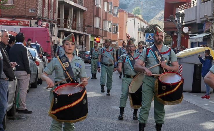 Procesión con desfile de los Legionarios con el Criso de la Buena Muerte en la Victoria.