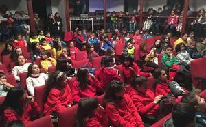 300 alumnos de Infantil y Primaria participan en una convivencia escolar en Sequeros
