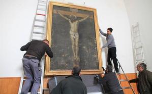 La copia del Cristo de Velázquez deja el cementerio de La Granja