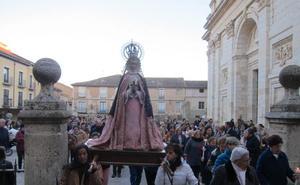 Rioseco traslada la Virgen de la Cruz para que presida la popular rodillada