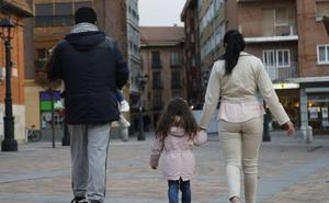 Un matrimonio de okupas con dos hijas será desahuciado en mayo de la casa en la que vive en Palencia