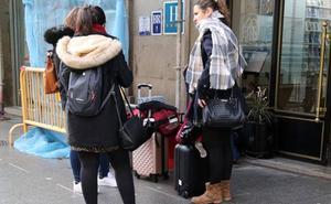 Mujer de entre 35 y 44 años con estudios universitarios, así es el perfil del viajero en la región