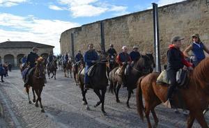 Medio centenar de jinetes recorren el patrimonio fortificado de la zona de Ciudad Rodrigo