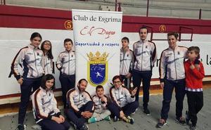 El Club de Esgrima El Duque se deja ver en tres frentes
